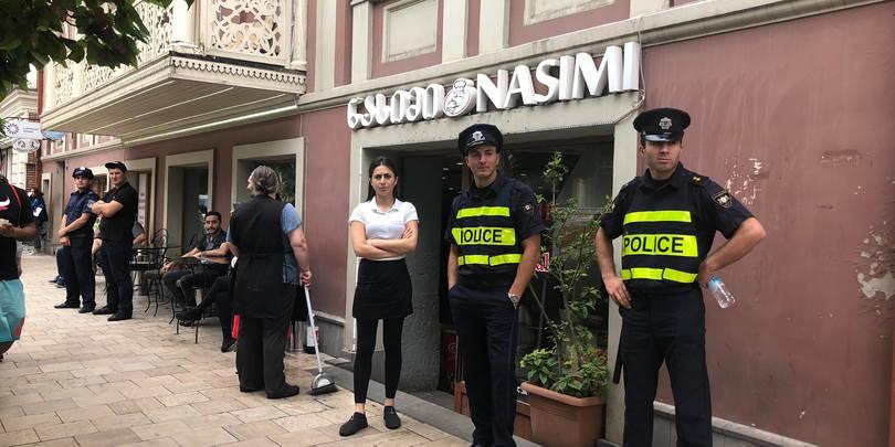 პოლიცია აღმაშენებლის გამზირზე თურქებს იცავს ქართველებისგან დიდგორობა დღეს